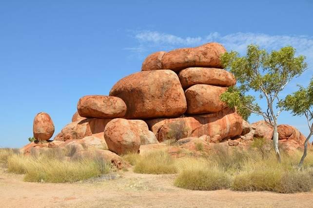 Devils Marbles to Uluru Aboriginal Culture