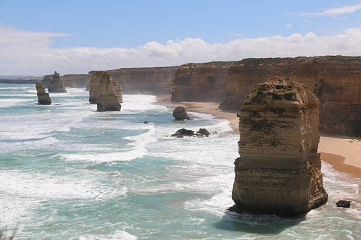 Drive through the Great Ocean Road Top 10 Australian Things to do 2020