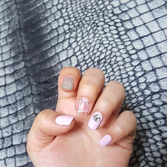 Simple Floral Nail Art Designs