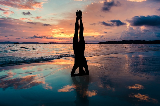https://pixabay.com/photos/yoga-stand-in-hands-silhouette-2149407/